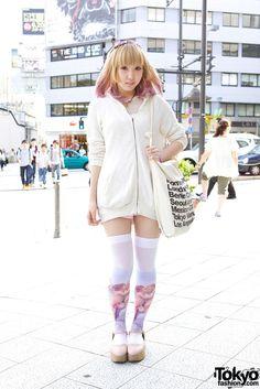 Graphic Thigh High Stockings in Harajuku http://tokyofashion.com/cutout-hoodie-pink-tipped-hair-graphic-thigh-highs-harajuku/