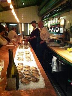 Où mangez des huitres à Genève: CHEZ HENRI 37 rue Plantamour, 1201 Genève T. 022 310 00 44 Ouvert les soirs du mardi au samedi dès 17h