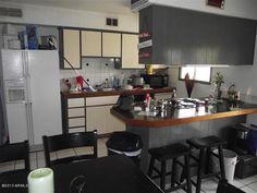 Kitchen has breakfast bar counter!