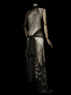 Madeleine Vionnet , maison de couture, 1929, collection hiver (haute couture) Madeleine Vionnet , couturier, Paris, Matières et techniques: Mousseline de soie, broderie de perles de verre robe du soir | Les Arts décoratifs