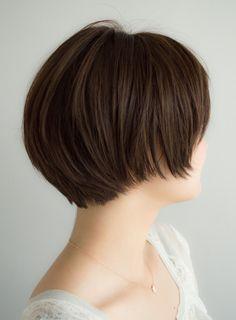 シースルーバングで2wayショートヘア | ANTI(アンティ)のヘアスタイル・髪型・ヘアカタログを探すなら楽天ビューティ。長めの前髪に少しだけ短めアクセントのシースルーバングがpoit!全体的にレザーカットでなめらかなショートボブスタイルに。爽やかでヘルシーな大人ショートボブ!