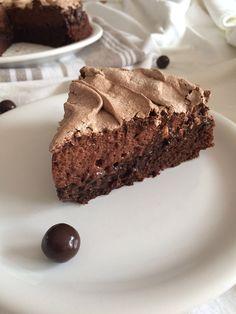 Chocolate meringue cake - ilovechocolat - Alert on the killing! This meringue chocolate cake will make your head spin so good. Super simple t - Birthday Cake Gift, Minecraft Birthday Cake, Gift Cake, Chocolate Meringue, Meringue Cookies, Chocolate Cake, Keks Dessert, Oreo Dessert, Brownie Cake