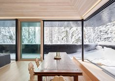 Mork-Ulnes completes California ski chalet coated in black tar to protect it from heavy snowfall