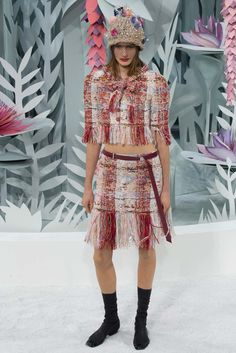 http://www.style.com/slideshows/fashion-shows/spring-2015-couture/chanel/collection/29