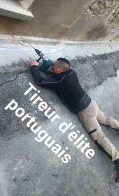 Tireur d'élite portugais - - Upload Box Very Funny Pictures, Funny Photos, Cheesy Jokes, Adult Fun, Lol, Happy People, Funny Faces, Cute Baby Animals, Facts