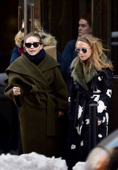 Ashley and Mary-Kate outside their office in NYC, March 16 2017 (via olsensobsessive.com)