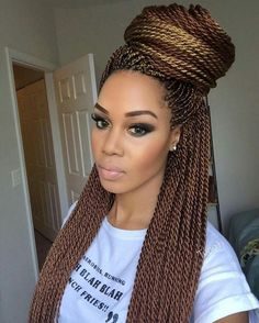 Loving her makeup and the color of her Senegalese twist. @maketiwiri (Thandie)