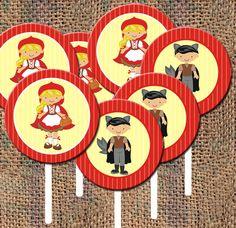 - Deixe a mesa da sua festa bem mais charmossas com esses tags para topo de cupcakes, brigadeiro de colher e afins;  - Fazemos em diversos temas e cores;  - 4cm de diâmetro;  O valor de R$ 0,65 é referente apenas a unidade da tag, caso deseje com os palitinhos e valor é R$ 0,75 a unidade.  - Frete: consulte-nos R$0,50