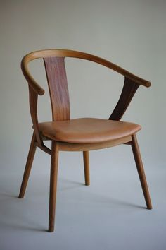 Min No Isu - from Tokunaga Furniture handmade Japanese furniture featuring the kanna-finish absolutely beautiful Japanese Chair, Japanese Furniture, Cool Furniture, Modern Furniture, Furniture Design, Design Your Dream House, Cool Chairs, Mid Century Furniture, Modern Chairs