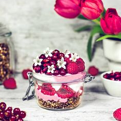 Raspberry coconut yoghurt with rawnola and fresh berries Rawnola . ⭕ 7-10 dried + pitted dates ⭕ 2 Tsp unsweetened cocoa powder ⭕ 2 Tbsp flaxseeds ⭕ 2 Tbsp shredded coconut ⭕ 3/4 cup glutenfree oats . Soak dates in hot water for 1-2 hours, then rinse.  Add all the ingredients to a food processor and blend until desired texture is reached. Transfer the rawnola to an airtight jar and store it in the fridge for up to 5-7 days. Enjoy! Shredded Coconut, Unsweetened Cocoa, A Food, Food Processor Recipes, Raspberry, Berries, Yummy Food, Fresh, Store