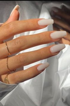 📸 jenny.jennys For the indecisive nail types out there, the semi-opaque milky white is the perfect middle ground between getting a block colour and a neutral hue. Sns Nails Colors, Toe Nail Color, Neutral Nails, Fall Nail Colors, One Color Nails, Cute Nail Colors, Beige Nails, White Gel Nails, Classy Acrylic Nails