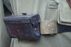 The Russian infantry wore a black or brown leather belt fastened with a brass buckle which bore the imperial double-headed eagle. On either side of the buckle the belt supported an ammunition pouch, each of which held six five-round stripper clips of 7.62mm cartridges for the three-line rifle. The belt also supported a linnemann entrenching tool in a brown leather carrier. As the war dragged on a simpler belt with a pronged half-buckle was produced in brown leather.