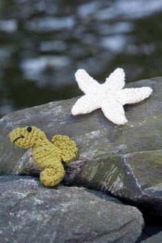 FREE Seahorse and Starfish pattern, thanks so xox http://www.universalyarn.com/patterns/647.pdf