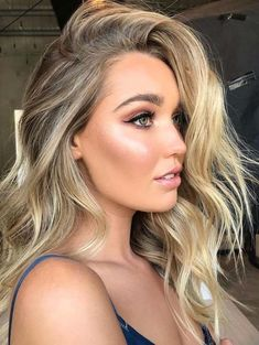 The most beautiful and stunning ideas of beach blonde hair colors and highlights for women are really awesome options for 2018. These colors are so eye-catching and trendy. So, you have to visit to see our collection of blonde hair colors to go for beach in these days. Choose this color and ask your stylist to create it.