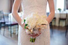 Carly Michelle Photography | #AldenCastle #LongwoodVenues #ModernVintage #Bride #Bouquet