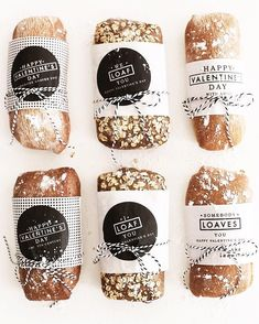Somebody Loaves You Valentine's Day Gift DIY Valentine's Day gift idea for homemade bread wrapped in free printable Valentine's labels Bread Packaging, Bakery Packaging, Cookie Packaging, Food Packaging Design, Gift Packaging, Sandwich Packaging, Packaging Ideas, Bakery Branding, Bakery Puns