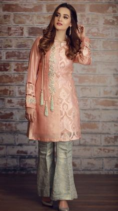 Indo western dress for womens Pakistani Fashion Casual, Pakistani Dresses Casual, Pakistani Wedding Outfits, Pakistani Dress Design, Indian Outfits, Indian Clothes, Emo Outfits, Indian Fashion, Stylish Dresses