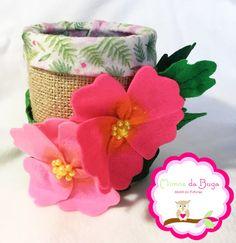 Centro de Mesa- Moana, com flores de feltro e juta. Flores bordadas a mão. Ideal para festas tropicais ou no tema moana.