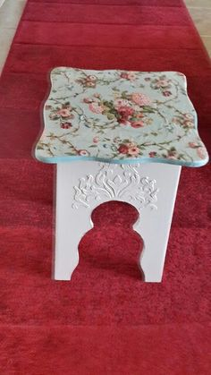 table or stool Decoupage Furniture, Wood Pallet Furniture, Hand Painted Furniture, Recycled Furniture, Decoupage Table, Diy Furniture, Decoupage Vintage, Vintage Crafts, Furniture Painting Techniques