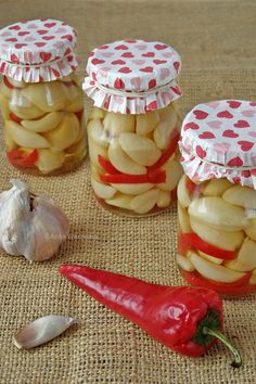 Sos do lasagne w słoikach - Wiem co jem Pickled Garlic, Sandwich Cake, Tasty, Yummy Food, Polish Recipes, Polish Food, Preserves, Pickles, Food And Drink