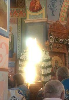 Θαυμαστό γεγονός κατέγραψε ο φωτογραφικός φακός πιστών σε Ιερό Ναό της Ρωσίας.