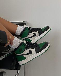 Jordan Shoes Girls, Jordan Outfits, Girls Shoes, Cute Nike Shoes, Nike Air Shoes, Green Nike Shoes, Mode Converse, Zapatillas Nike Air, Swag Shoes