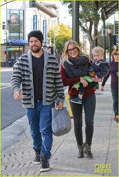 hilary duff busy weekend with her boys 26 Hilary Duff carries her cutie pie son Luca, 20 months, while out to breakfast with her husband Mike Comrie on Sunday morning (December 8) in Pasadena, Calif.   …