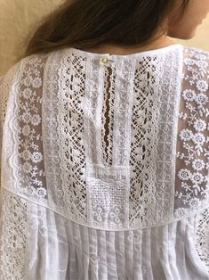 Hand Embroidery Videos, Lace Embroidery, Lace Outfit, Lace Dress, Grandma Clothes, Elisa Cavaletti, Sewing Blouses, Make Your Own Clothes, Linens And Lace