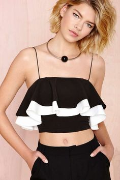 Stay on top of your style game with a fresh new top from Nasty Gal! With crop tops to distressed tees - shop all your faves, you're read to move it on up. Topshop Outfit, Cropped Tops, Fashion Outfits, Womens Fashion, Fasion, Cute Tops, Nasty Gal, Like4like, Street Style
