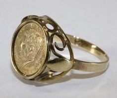 Een 60 jaren Ring met herinnerrings munt van John F. Kennedy.