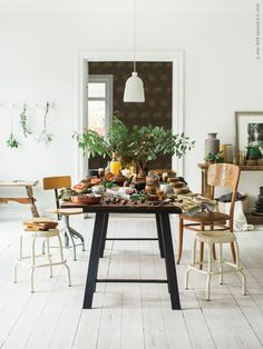 Please please please let my table be filled with all of these things right now…. Styling Sofia Jansson of Mokkasin for Ikea Livet Hemma. Hygge, Kitchen Dining, Dining Table, Ikea Dining, Dining Rooms, Interior Styling, Interior Design, Ikea Home, Stylish Kitchen