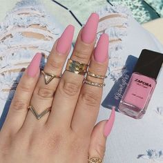 Want some ideas for wedding nail polish designs? This article is a collection of our favorite nail polish designs for your special day. Gorgeous Nails, Love Nails, Fun Nails, Pretty Nails, Matte Pink Nails, Matte Nail Polish, Matte Nail Colors, Black Nails, Gel Nail
