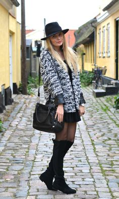 Street style fall fashion outfit with knee high boots and black fedora. Warm but stil classic outfit imo :)