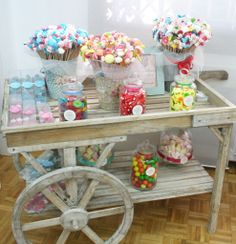 Small cart would make a good display prop at a craft show Dessert Buffet, Candy Buffet, Dessert Bars, Bar Deco, Wedding Candy Table, Sweet Carts, Bar A Bonbon, Candy Cart, Tea Cart