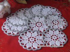 Magia do Crochet: Bases para copos em branco e prateado e todas matizadas