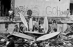 dogtown zephyr surf team jeff ho Dogtown's legendary Zephyr surf team with and designer Jeff Ho far right. Surf Vintage, Lords Of Dogtown, Break, Z Boys, California Surf, Longboarding, Big Waves, Ocean Waves, Surf Style