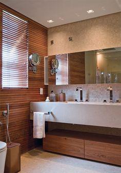 bancada, baú de madeira no chão, revestimento parede, bancada e chão