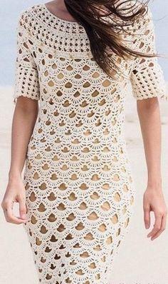 Очаровательное кружевное платье связано крючком. Платье имеет круглую ажурную кокетку, которая так нравится многим женщинам. Платье имеет довольно крупный ажурный