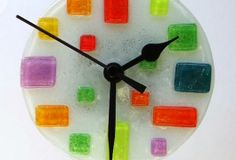 reloj My Glass, Glass Art, Fused Glass, Stained Glass, Glass Fusion Ideas, Modern Clock, Oclock, Glass Design, Colored Glass