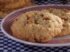 Easy Oatmeal Cookies made with cake mix, oatmeal, eggs, oil.  | MrFood.com