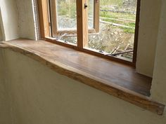 Atemberaubende Große Fensterbrett aus recyceltem Holz Stunning large windowsill made from recycled wood sill Oak Window Sill, Window Sill Decor, Window Ledge, Window Ideas, Timber Windows, Wooden Windows, Basement Windows, Reclaimed Timber, Recycled Wood