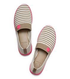 Love these canvas slide on sneakers from Tory Burch. Grey and white Stripes with a pop of pink? Slide On Sneakers, Shoes Sneakers, Canvas Sneakers, Tenis Casual, Casual Shoes, Cute Shoes, Me Too Shoes, Shoe Boots, Shoe Bag