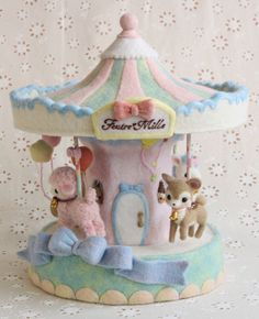 Pastel needle felted carousel - AMAZING!!                                                                                                                                                                                 もっと見る