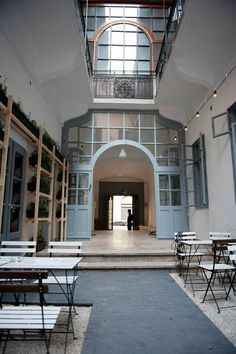 Farm is a clean and clear bar in Ó Street with gourmet snacks, fine beers and chill electro music. Rather than ruin pub clutter or the exposed brick look, Farm went with clean, white washed walls, pastel doors, and neat rows of boxes of herbs lining the...