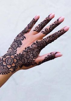 Searching for best mehndi or henna designs to copy right now? See here amazing designs of henna for beautiful hands in Searching for best mehndi or henna designs to copy right now? See here amazing designs of henna for beautiful hands in Pretty Henna Designs, Latest Henna Designs, Henna Tattoo Designs Simple, Indian Mehndi Designs, Henna Hand Designs, Stylish Mehndi Designs, Bridal Henna Designs, Mehndi Designs For Fingers, Beautiful Mehndi Design
