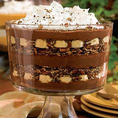 Try Chocolate-Banana Pudding Trifle! You'll just need 1 sleeve chocolate graham crackers, crushed, 1 cup sweetened flaked coconut, 1 cups finely chopped. Chocolate Banana Pudding, Banana Pudding Trifle, Chocolate Desserts, Chocolate Trifle, Choco Chocolate, Coconut Pudding, Banana Coconut, Bannana Pudding, Chocolate Morsels