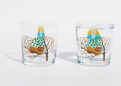 「Method of drinking fairy tale」『Down the Rabbit Hole』 When glass is filled with a clear beverage, images on the back are magnified and seem to move.Entertaining fairy tale designs come alive when you use the glass.