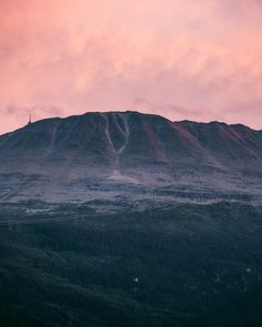 Gaustatoppen at sunset. Two Weeks Itinerary: South Norway Caravan Road Trip AdventureTravel inspiration to go on your own Norwegian road trip Hiking Routes, Hiking Guide, Norway Travel Guide, Hiking Norway, National Road, National Parks, Road Trip Adventure, Visit Norway, Park Hotel