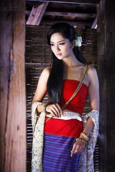 ✿ Thai women and Thai Traditional dress .