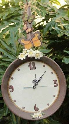 Reuse An Old Iron Skillet: Turn It Into A Beautiful Garden Clock